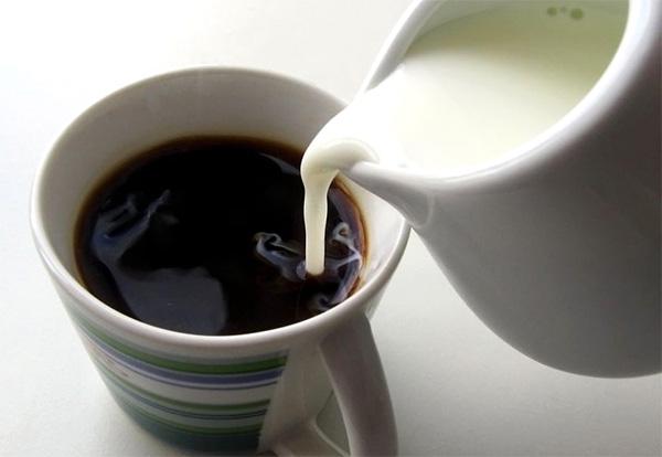 Натуральный кофе с молоком