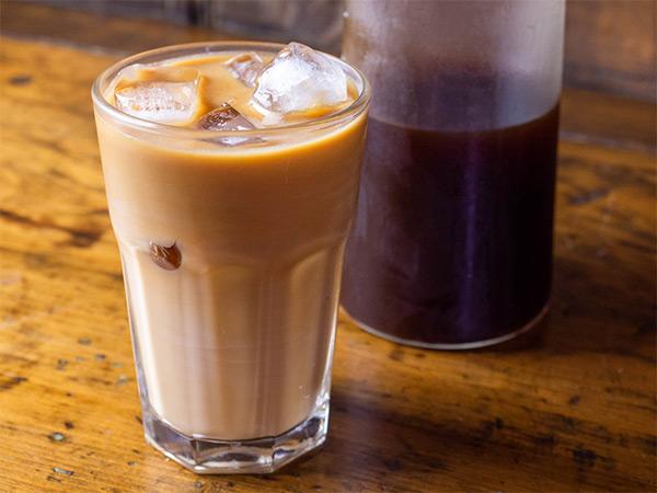Айс-кофе с соком из клубники, вишни и черешни